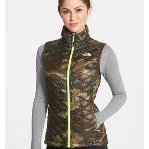 EUC The North Face Women's Camo Thermoball Vest XS